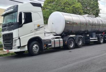 Dupla é presa em Simões Filho com carga de combustíveis roubada em Pojuca