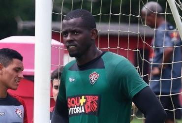 Após empréstimo no Chipre, goleiro Caíque retorna ao Vitória |