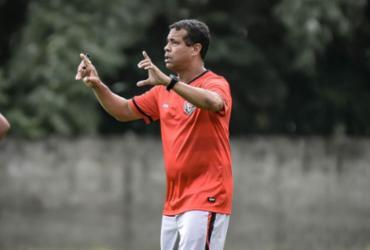 Rodrigo Chagas sofre para manter bom desempenho com elenco limitado | Pietro Carpi | EC Vitória