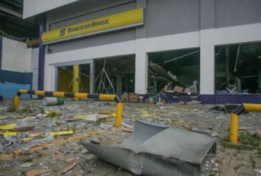 Ação de bandidos destrói agência bancária no Porto Seco Pirajá |