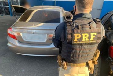 Foragido da justiça é preso na BR-324 com veículo roubado e CRLV falso   Divulgação   PRF