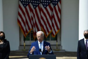 Biden faz apelo por vacinação e diz que EUA pode não cumprir meta | Brendan Smialowski / AFP