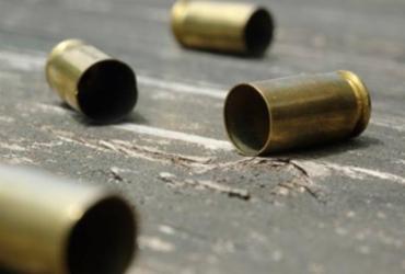 Jovem é morta a tiros em via pública de Feira de Santana