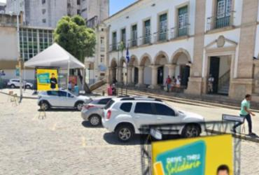 Drive Thru Solidário em Salvador troca alimentos por livro |