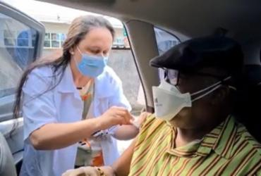 Milton Nascimento recebe segunda dose da vacina contra Covid-19 em Juiz de Fora | Rede Social