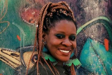 Cantora nigeriana radicada em Salvador, Okwei Odili lança disco em homenagem a Oxumaré | Carolina Santana | Divulgação