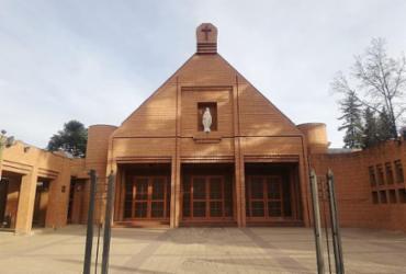 Padre e noivos são presos em casamento que quebrou regras da quarentena no Chile  
