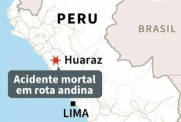 Ao menos 22 mortos após ônibus capotar em rota andina no Peru |