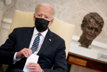 Perto dos 100 dias de governo, Biden obtém 52% de aprovação em pesquisa | Brendan Smialowski / AFP