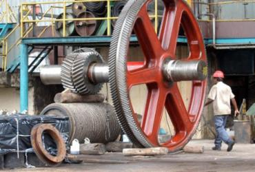 Produção industrial cai 0,7% em fevereiro, revela pesquisa do IBGE | José Lacerda | CNI