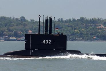 Buscas seguem por submarino indonésio com 53 pessoas a bordo  