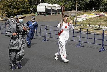 Cidade japonesa cancela passagem da tocha olímpica e aumenta incerteza |
