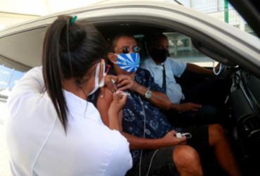 Zeca Pagodinho é vacinado contra a Covid-19 no Rio de Janeiro | Marcos de Paula | Ascom PMRJ
