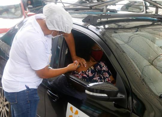 Vacinação contra Covid-19 segue em Salvador apenas com 2ª dose nesta terça | Rafael Martins | Ag. A TARDE | 11.4.2021