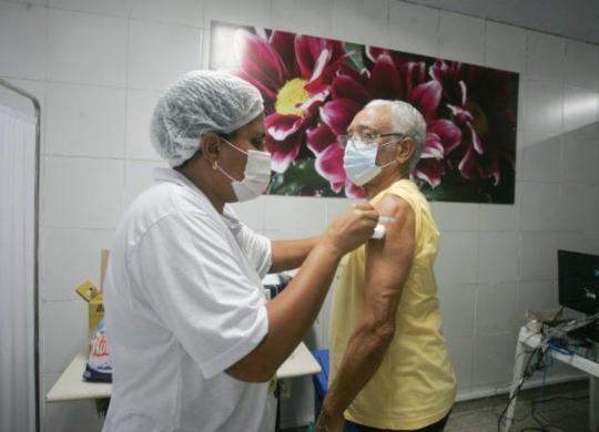 Aplicação de segunda dose poderá ser agendada de forma online em Salvador | Olga Leiria | Ag. A TARDE