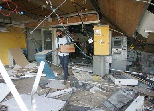 Nas explosões de bancos, idosos e pobres são os que mais perdem | Olga Leiria | Ag. A TARDE | 13.4.2021
