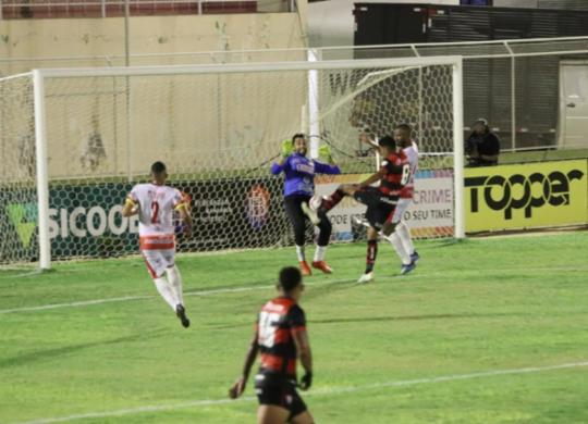 Vitória sai na frente, mas leva empate da líder Juazeirense no Adauto Moraes | Carlos Humberto | Agência CH