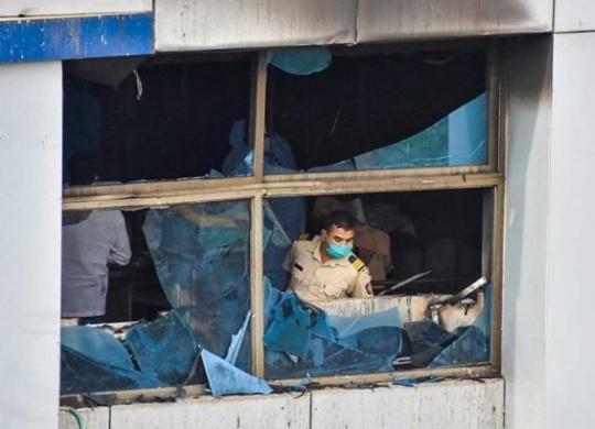Incêndio em hospital da Índia mata 13 pacientes com Covid-19   Vinamra Acharekar   AFP