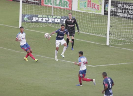 Bahia sofre, mas vence o Tremendão e volta ao G4 do Campeonato Baiano | Adilton Venegeroles | Ag. A Tarde