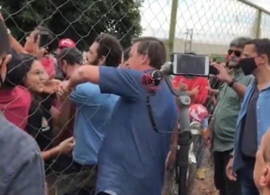 Bolsonaro faz visita sem máscara e provoca aglomeração em cidade goiana | Reprodução | Instagram