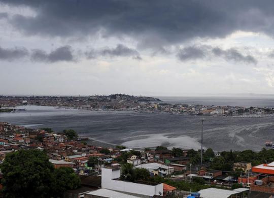 Feriado de Tiradentes será com chuvas na capital baiana | Adilton Venegeroles | Ag. A TARDE