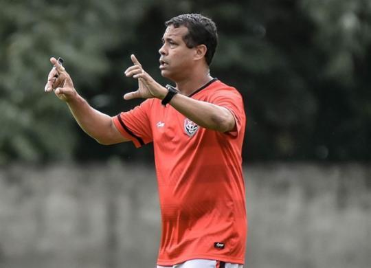 Rodrigo Chagas sofre para manter bom desempenho com elenco limitado   Pietro Carpi   EC Vitória