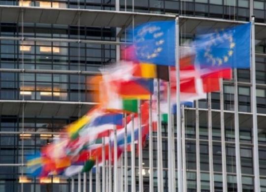 UE fecha acordo climático com metas mais duras para reduzir emissões até 2030   Sebastien Bozon   AFP