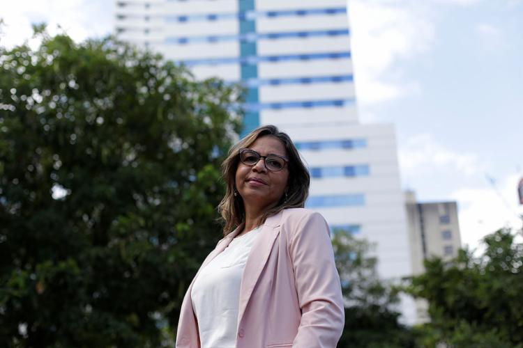 Cláudia Oliveira graduou-se corretora em fevereiro | Foto: Adilton Venegeroles | Ag. A TARDE