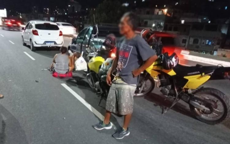 Os feridos estavam na motocicleta e caíram no chão após o impacto da colisão | Foto: Divulgação | Transalvador - Foto: Divulgação | Transalvador