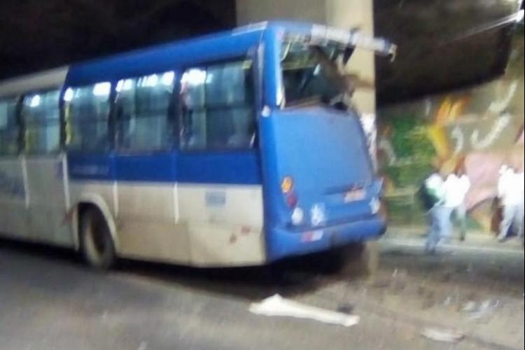 Acidente ocorreu na noite deste domingo | Foto: Reprodução | Redes Sociais - Foto: Reprodução | Redes Sociais