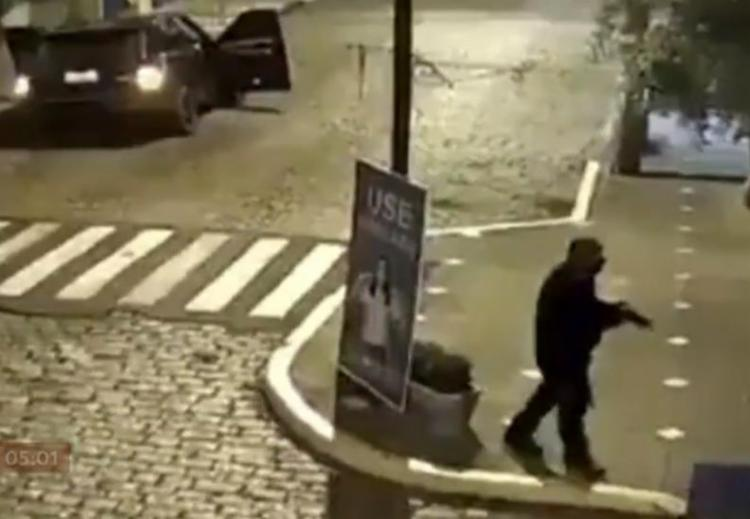 Fuzis e metralhadoras foram usadas pelos criminosos | Foto: Reprodução | TV Globo - Foto: Reprodução | TV Globo