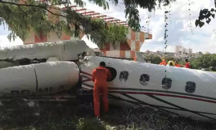 Segundo informações iniciais dos bombeiros, o trem de pouso da aeronave não abriu | Foto: Divulgação | Corpo de Bombeiros - Foto: Divulgação | Corpo de Bombeiros