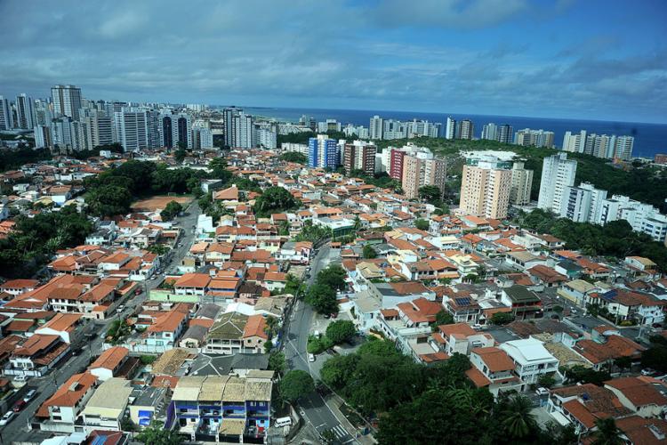Casas e prédios no bairro Stiep, em Salvador   Foto: Felipe Iruatã   Ag. A TARDE - Foto: Felipe Iruatã   Ag. A TARDE