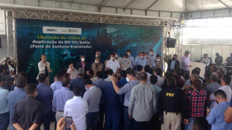 Roma discursou ao lado de Bolsonaro durante evento de inauguração da duplicação de trecho da BR 101 - Foto: Olga Leiria / ag. A Tarde