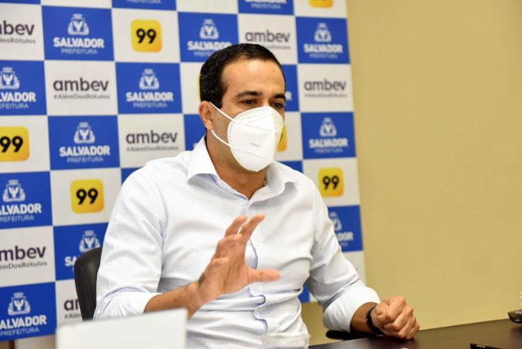 De acordo com o prefeito, a volta às aulas presenciais está condicionada à chegada de novas doses enviadas pelo Ministério da Saúde - Foto: Valter Pontes | Secom