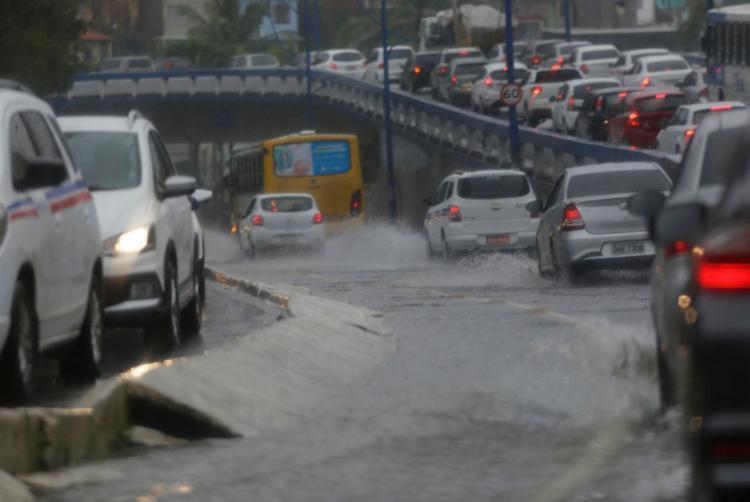 Chuva causa transtornos em Salvador | Foto: Raphael Muller | Ag. A TARDE - Foto: Raphael Muller | Ag. A TARDE