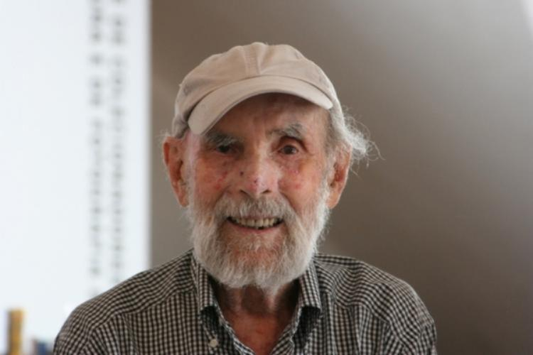 Nascido na Polônia, o artista plástico veio ao Brasil em 1949 e morou por muitos anos no sul do Bahia | Foto: Reprodução - Foto: Reprodução