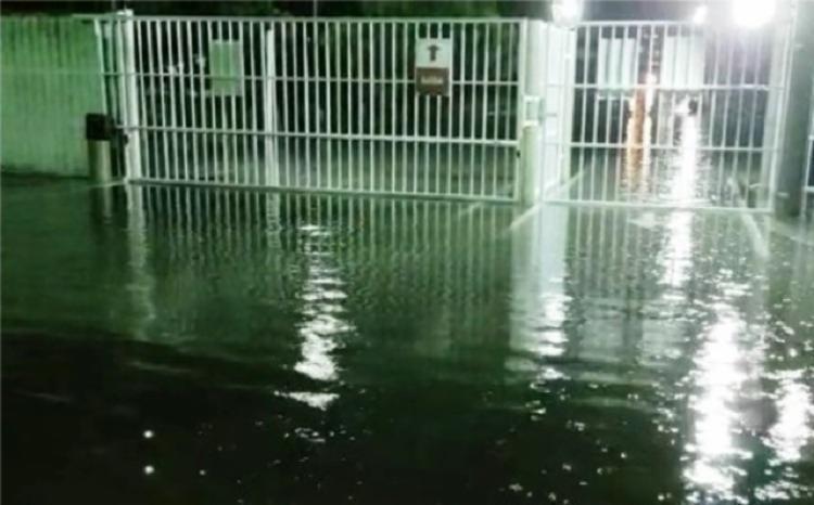 Efeito da chuva no Bairro Brasília, em Feira de Santana | Foto: Reprodução | Acorda Cidade - Foto: Reprodução | Acorda Cidade