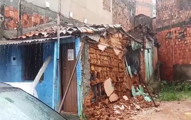 Não há informações sobre feridos na situação registrada na Travessa do Pará, no Largo do Tanque | Foto: Reprodução - Foto: Reprodução