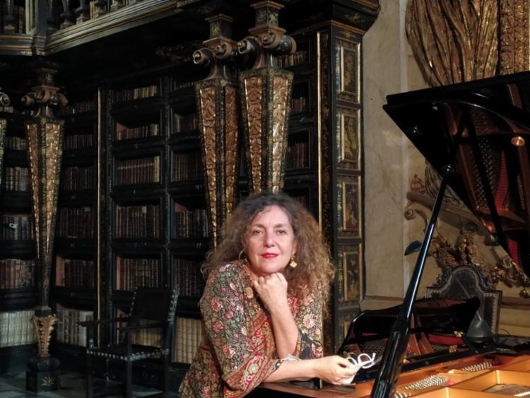 Pianista Christina Margotto participa de visita guiada a Biblioteca Joanina da Universidade de Coimbra | Foto: Divulgação - Foto: Divulgação