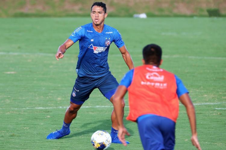 Recém-apresentado, o volante Lucas Araújo marcou o único gol do time reserva | Foto: Felipe Oliveira | EC Bahia - Foto: Felipe Oliveira | EC Bahia