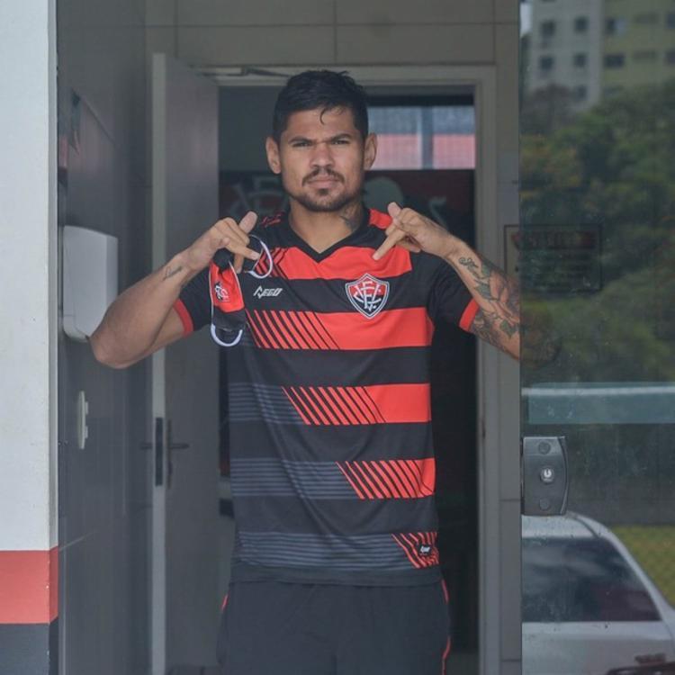 Atacante assinou com o Tricolor, mas acabou liberado   Foto: Divulgação   E.C.Vitória - Foto: Divulgação   E.C.Vitória