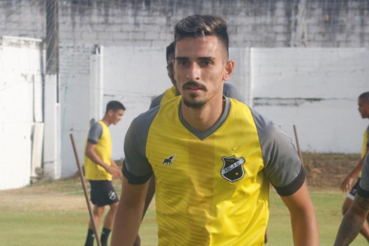 Jogador de 24 anos chega em definitivo ao Esquadrão | Foto: Divulgação | ABC - Foto: Divulgação | ABC