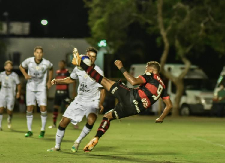O 'camisa 9' ainda garantiu que não se inspirou em Bebeto para gol de voleio contra o Treze-PB | Foto: Pietro Carpi | EC Vitória