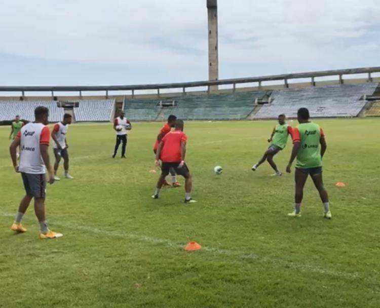 O Leão da Barra escolheu o Estádio Alberto Silva como local para finalizar os treinos | Foto: Reprodução | TV Vitória - Foto: Reprodução | TV Vitória