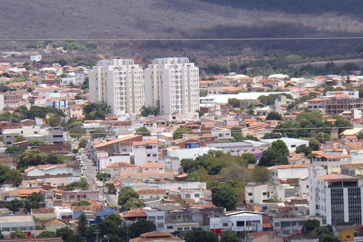O município do Sudoeste baiano não possui rede para tratamento do esgoto e 90% dos dejetos são descartados no Rio do Antônio. - Foto: Sudoeste Bahia/Reprodução