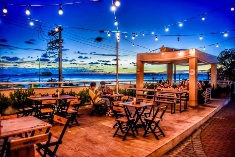 No local os clientes conseguem curtir o pôr do sol com vista para a Baía de Todos os Santos | Foto: Divulgação - Foto: Divulgação