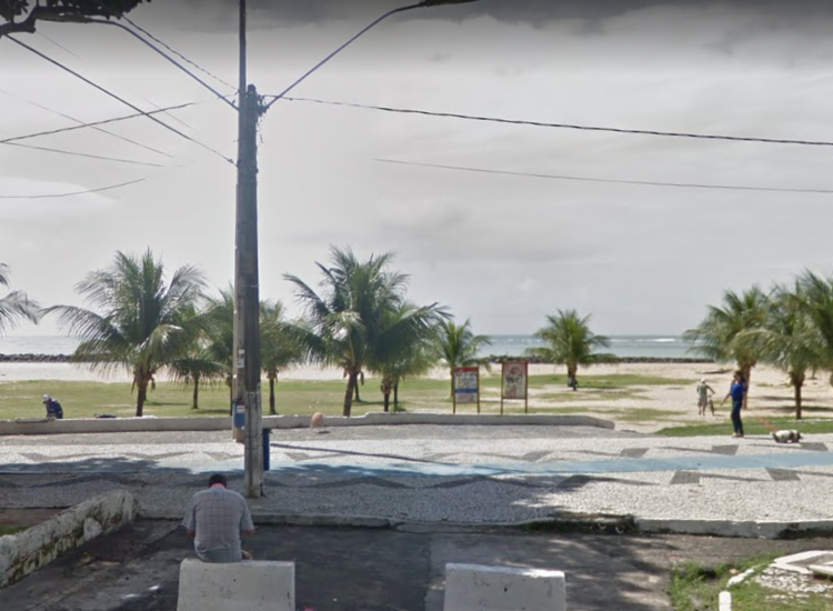 Caso aconteceu na orla de Candeias, em Recife | Foto: Reprodução | Google Street View - Foto: Reprodução | Google Street View