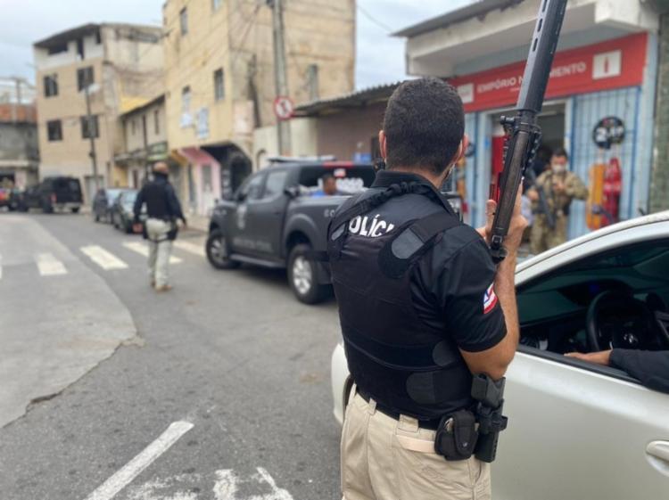 O bando foi flagrado com armas, carregador, munições e faca tipo peixeira I Foto: Divulgação I Polícia Civil - Foto: Divulgação I Polícia Civil