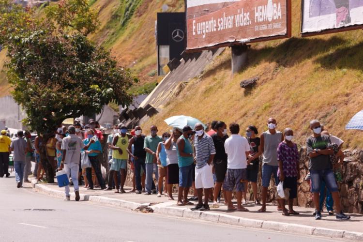 Idosos a espera da vacina no 5º Centro de Saúde Clementino Fraga, na Avenida Centenário I Foto: Olga Leiria I Ag. A Tarde - Foto: Olga Leiria